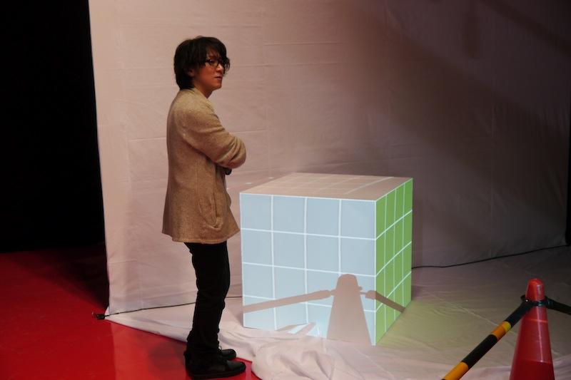 事前に制作した投映用素材を使い、各面の位置合わせをしていきます。