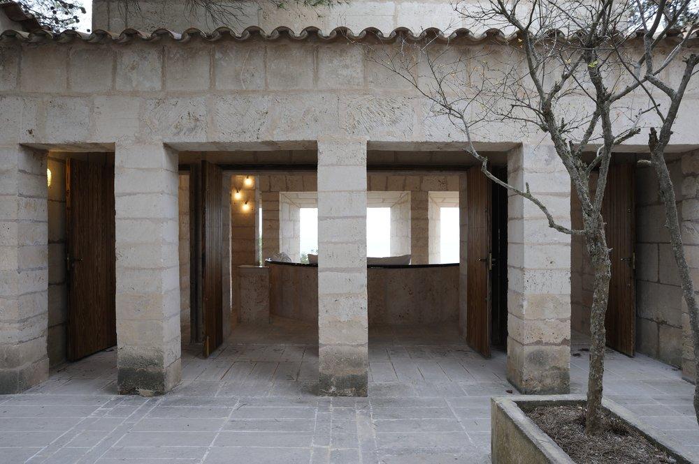 11-Can-Lis-Restoration-Porche-Salon.jpg