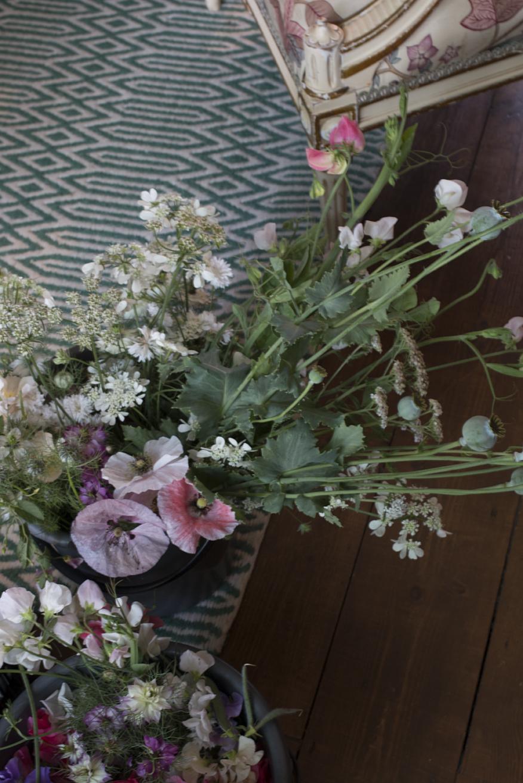 Cutting garden flowers | Aesme Flowers