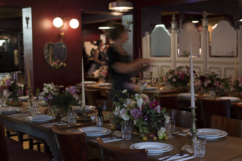 Reception dinner at The Magdalen Arms Oxford | Photo by Aesme Flowers