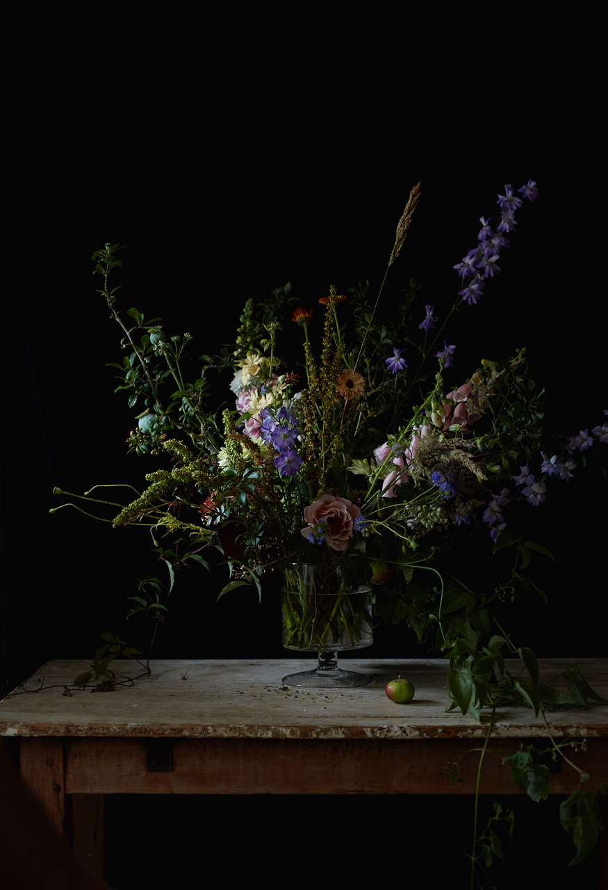 An arrangement of seasonal summer flowers from our cutting garden. Image by Kristin Perers.