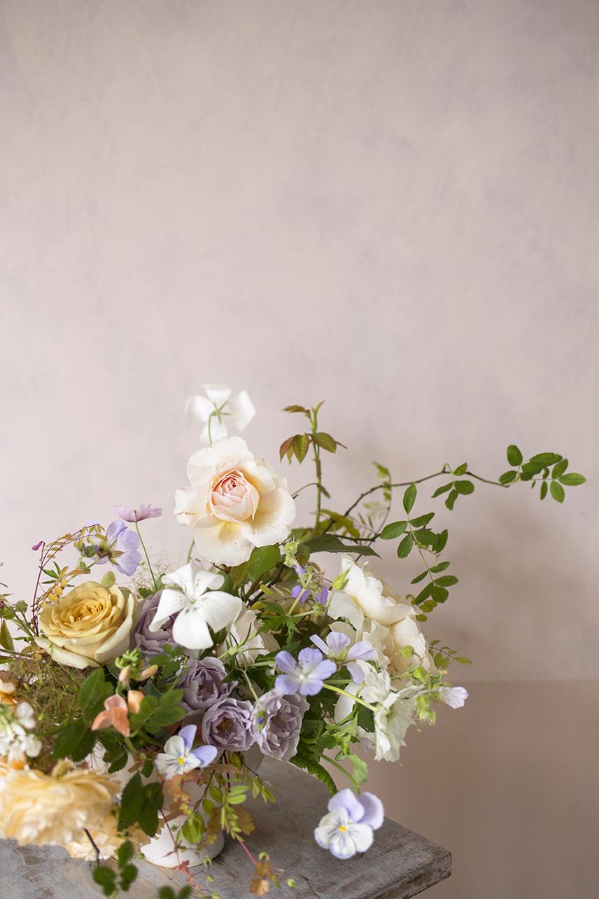 Summer flower arrangement with garden roses by Aesme Flower Studio
