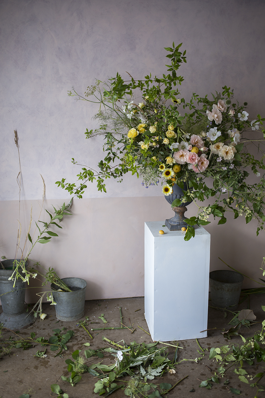 A large floral urn demonstration using garden roses and lemons at a group workshop at Aesme Flower Studio
