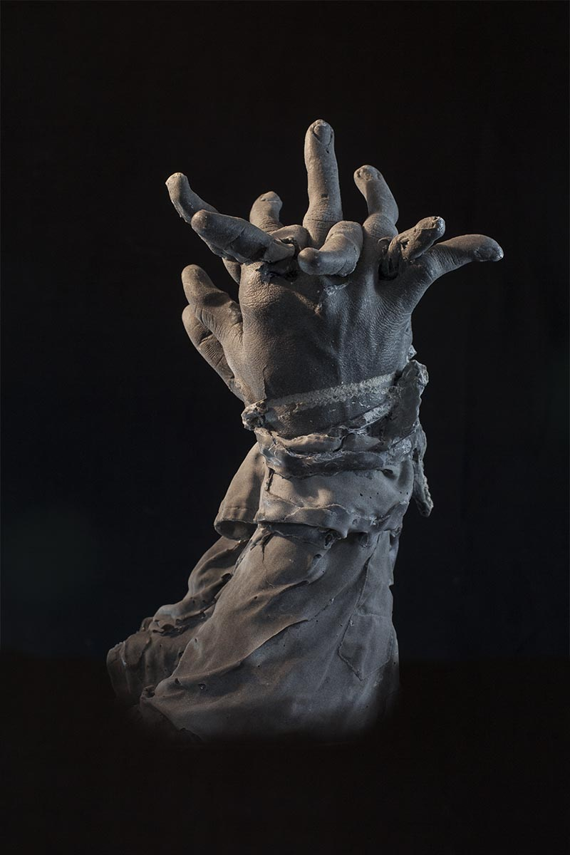 PRAYING HANDS (SON) 2014