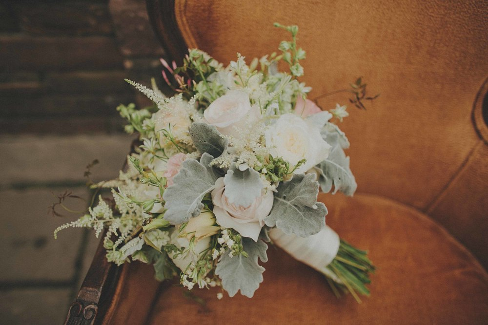 white-bouquet-roses-dusty-miller