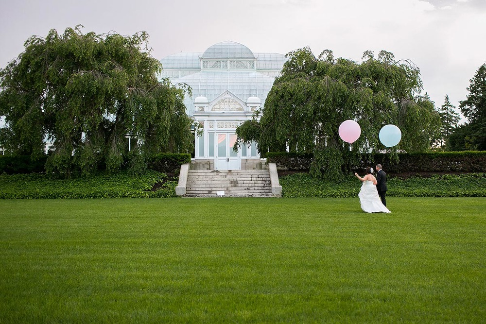 bride-groom-geronimo-balloons-new-york-botanical-gardens-pink-blue