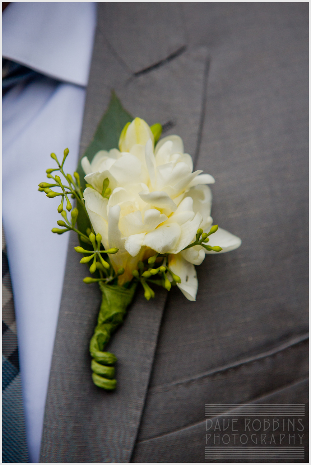 white-boutonniere-freesia
