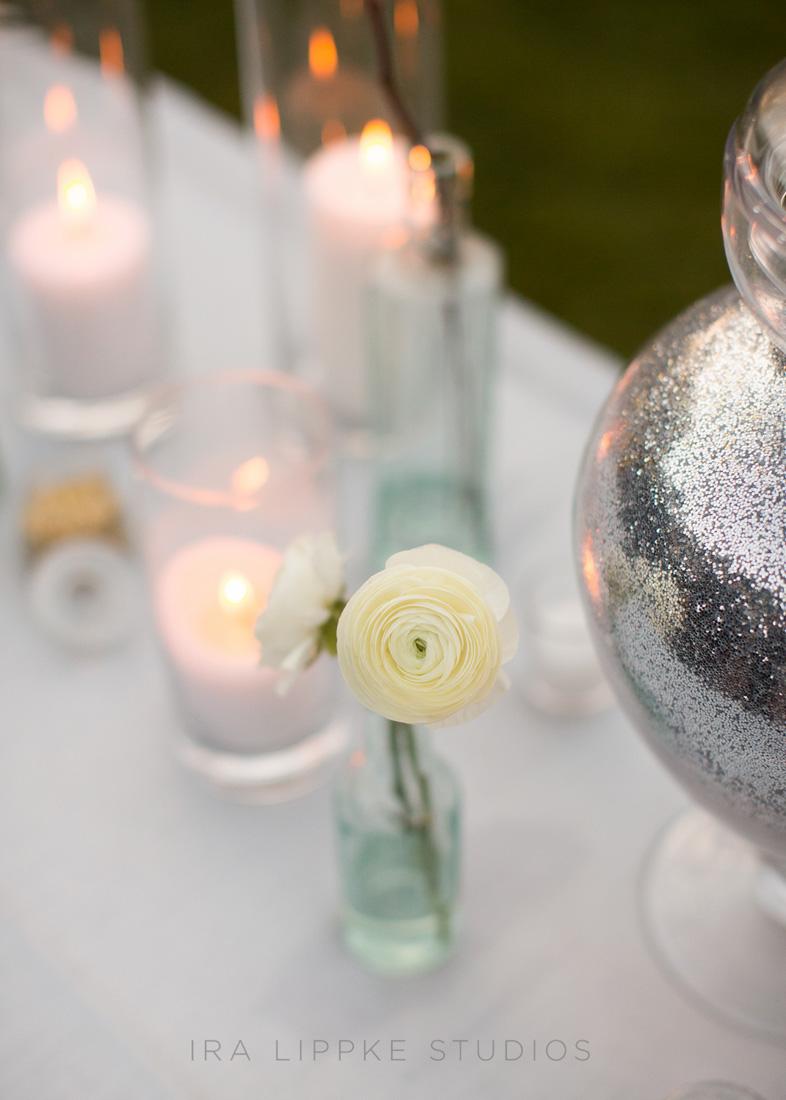 ranunculus-white-pillar-candle-silver-glitter