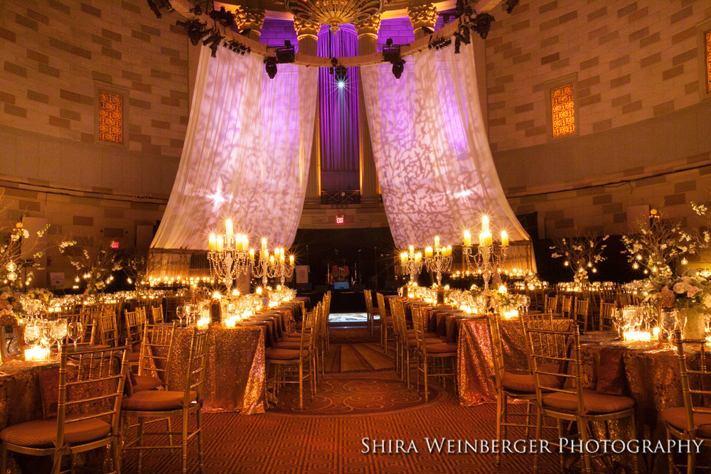 gotham-hall-wedding-gold-sequin-tablecloths-elegant-rich-candelabra