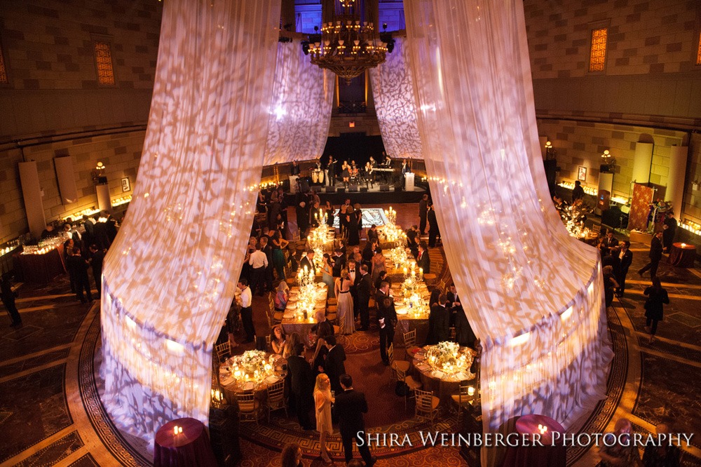gotham-hall-wedding-glamorous-draping-lighting