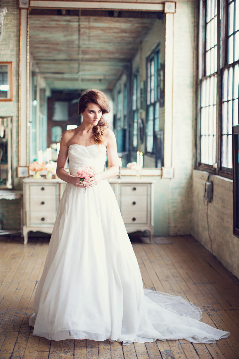 bride-flowy-gown-unstructured-sophisticated-metropolitan-building