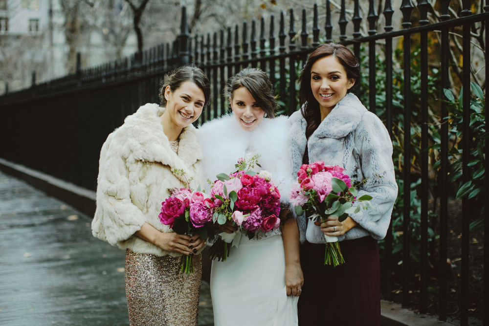 winter-wedding-fur-jacket-magenta-bouquet-nyc-gramercy-park