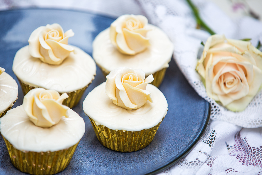 cupcakes with rose.jpg