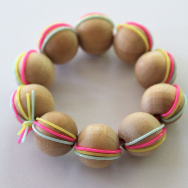 DIY wood bead braclet tutorial