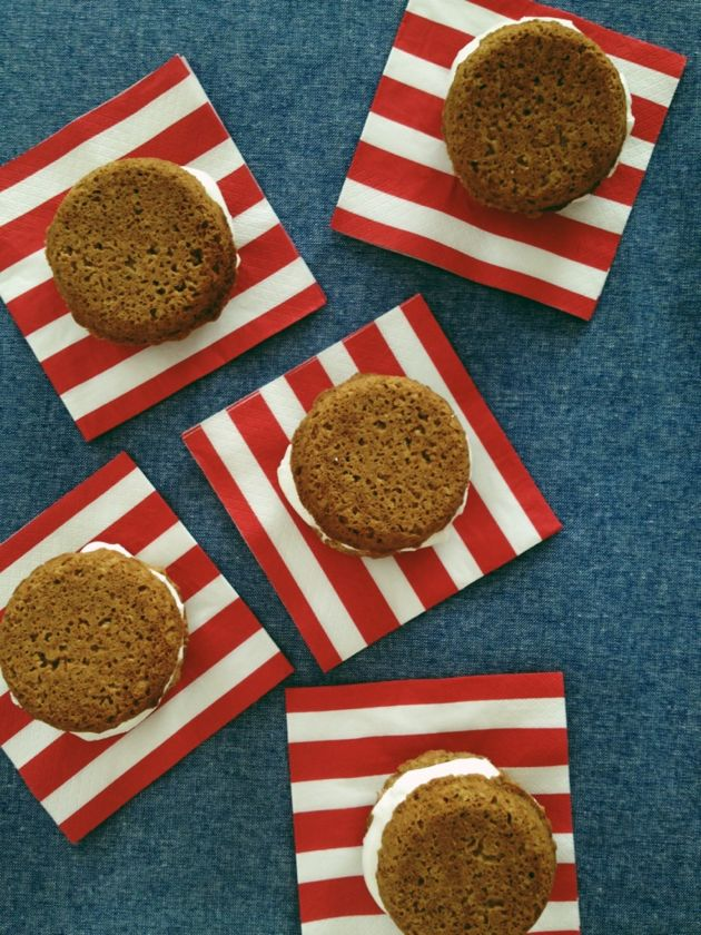 Oatmeal Cookie Whoopie Pies // Poppy Haus