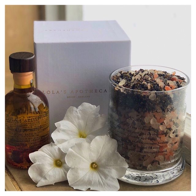 Amongst the hustle and bustle of city life 🤯 we try to find time to relax! @lolasapothecary introduced us to their delicate romance 🌹 #bathandshoweroil and tranquil isle #bathsalts. We can't wait for a 🛀 to 💆‍♀️ with a glass of 🍷