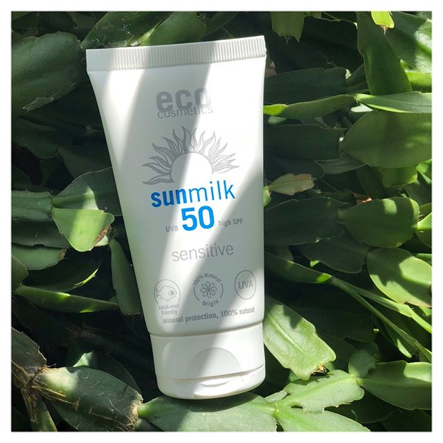 With this on and off weather in London 🇬🇧, we are religiously wearing #sunprotection just in case! @eco_cosmetics_official's #sunmilk is SPF50, yet light enough to wear on a daily basis, without feeling greasy. A #natural, #vegan and #organic product to protect our skin on the daily commute to work 🙌