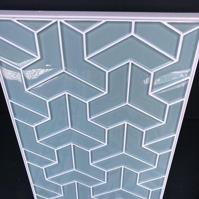 Color & geometry #akdo #porcelaintile #tileandstone #tilestonetrends #interiordesign #walltiles #oaklandrealestate #geometricshapes