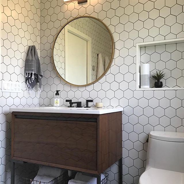 A project done a while ago - cool and modern @urban__shelter - thanks for sharing 🙏 #repost #walltiles #walnutcreek #bathroomdesign #homeremodelling #tilestonetrends #homeaccents #eastbayhomes #eastbayrealestate #eastbay #bayarea