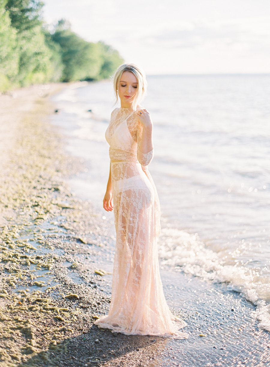 Seaside_Bridal_Inspiration_Boudoir_Kurtz_Orpia (28 of 32).JPG