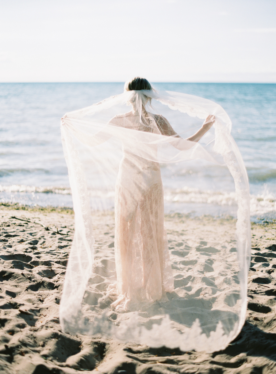 Seaside_Bridal_Inspiration_Boudoir_Kurtz_Orpia (10 of 32).JPG