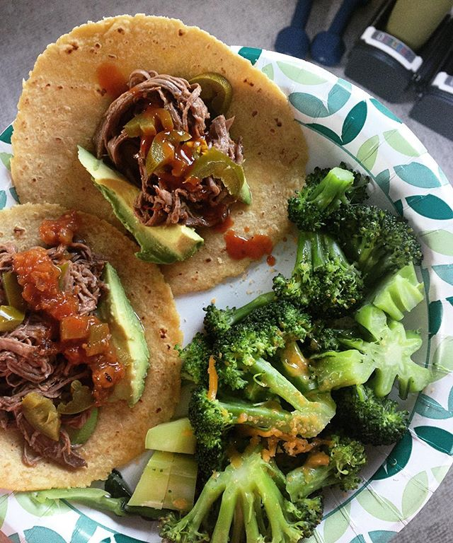 Keeping it real with 1/2 my plate filled with non-starchy #veggies. After a heavy strength workout, pulled #grassfed beef tacos from @straussmeats are just the meal I need to rebuild and repair. #Wholegrain corn tortillas are 4 inches and a reasonable portion size of carbs for a workout #recovery meal. Avocado brings the #healthyfat to fill up and quell inflammation. #whatsfordinner ?