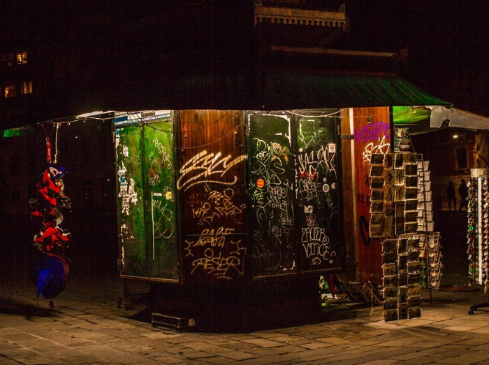 News kiosk at night, Piazza San Polo, Venice. Photo: Amy Bown