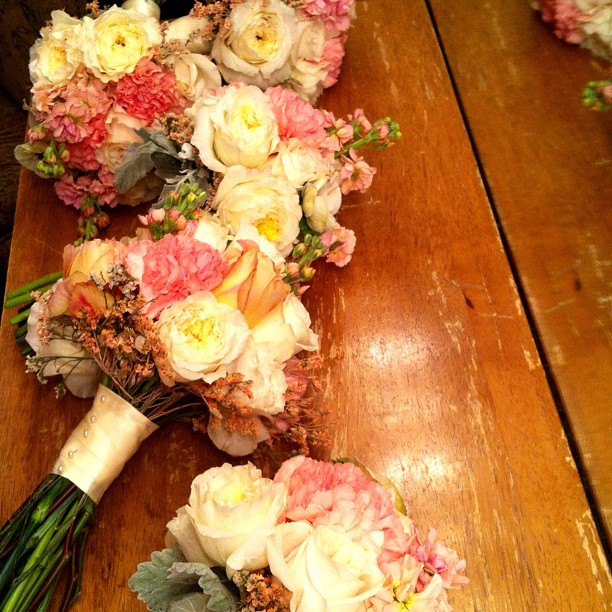 vitt bouquets.jpg