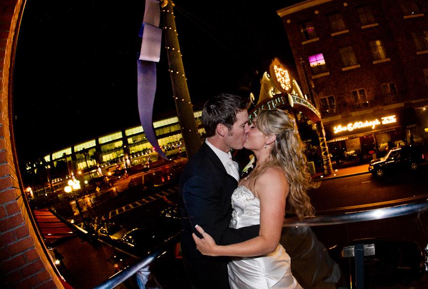 margeauxchris_balcony_kiss.jpg