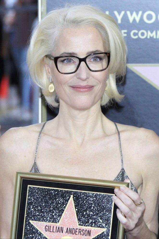 Gillian-Anderson--Honored-with-a-Star-on-The-Hollywood-Walk-of-Fame--13-662x993.jpg