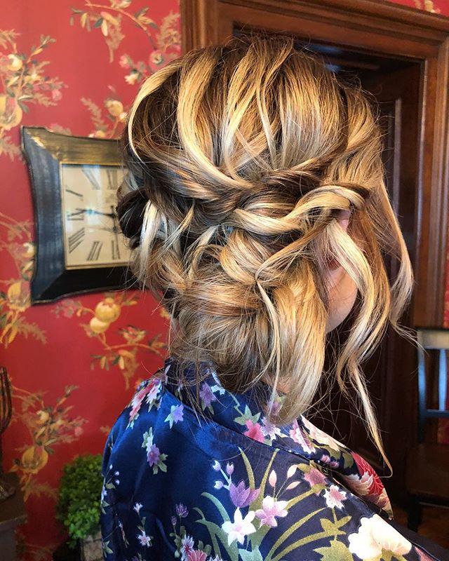 A little bit of mess - a little bit of controlled chaos 🥨#idigit  #wedding #weddinginspo #instawedding #weddingday #bridalhair #formalhair #sidedo #updo #blonde #suzygalazka #travelartist #suzygalazkahair #hairsprayrevolution