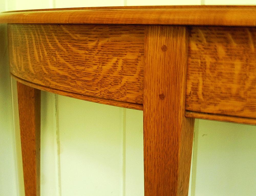 Tabletop apron detail