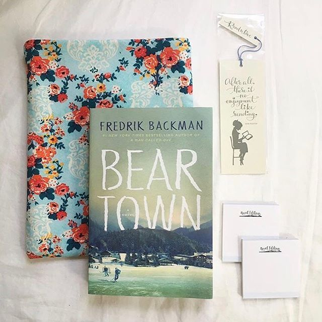 If you haven't checked out @noveleditions you need to! In August our floral book sleeve was featured in their book lovers box. @jennbairos took this beautiful shot (and was so kind to let us share it) of all the goodies in the box, Bear Town by @backmansk, Novel Editions sticky notes and a Jane Austen book mark by @tagteamtompkins . 📚🍂☕️ . . . #bookbox #noveleditions #booksleeve #bookish #booknerd #bookworm #bookqueen #bookphoto #bookstagram #bookstagrammer #read #amreading #currentread #books #etsy #etsyshop #literature #christmasgift #bookgift #mondaymotivation #mondaymood #bookprotector #bookcover #mylibrary #bookdragon #bookblogger
