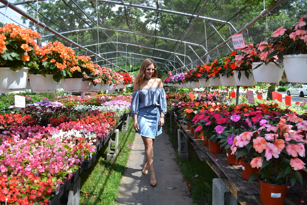 Flowers Are By Far One Of My Favorite Backdrops To Display An Outfit. Last  Weekend I Was At The Mercy Of This Gorgeous Flower Garden That Although It  Was ...