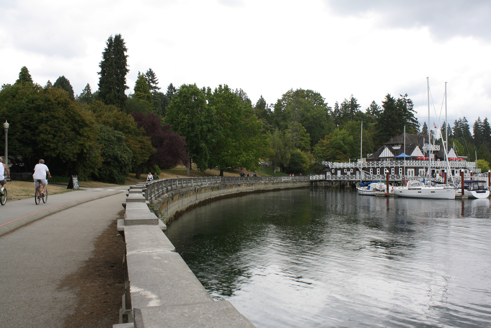 The awesome perimeter-walk around Stanley Park.