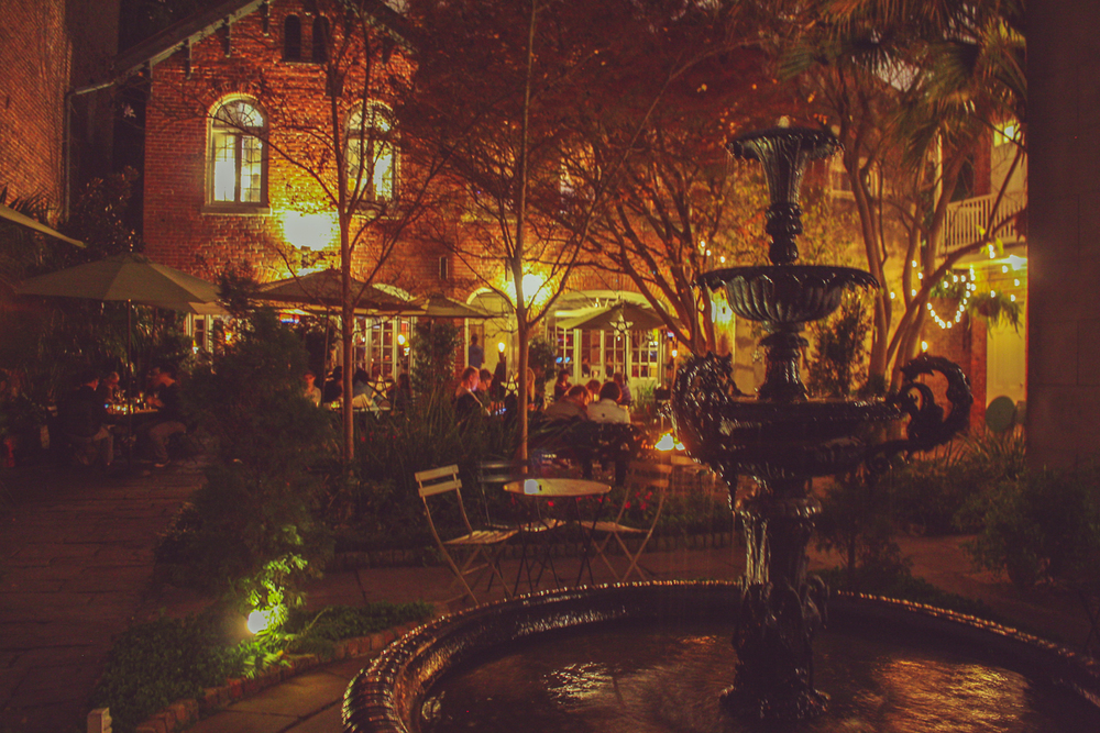 A beautiful courtyard to a restaurant (the name escapes me). Unfortunately there was a 90 minute wait and I wait for nothing.