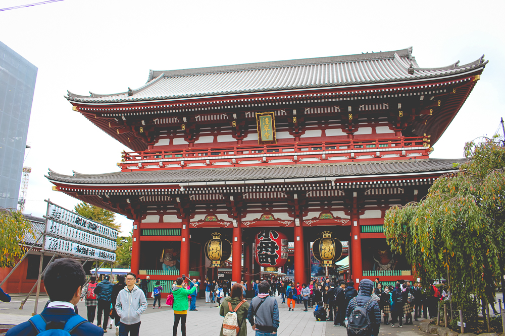 Approaching the Senso-ji temple. You can see the covered pagoda, on the left.
