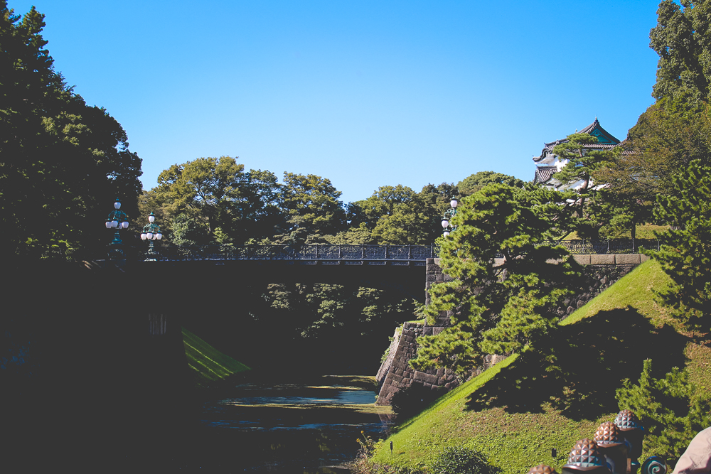 The iron bridge (the bridge to the main structure of the Imperial palace).