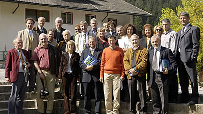 "I cronisc de Tirol cun i rapresentanc dl Istitut Ladin ""Micurà de Rü"" y dles Uniuns di Ladins."