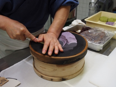 Making-wagashi.jpg