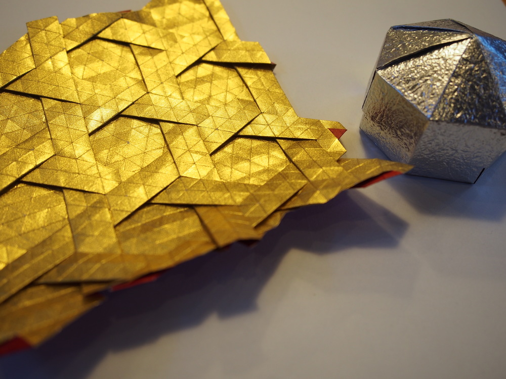Gold and silver foil paper results in a finished product with a beautiful luster. ©TOKI