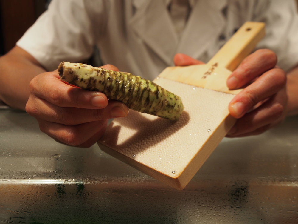 Chef Tezuka demonstrated how he grates a fresh stalk of wasabi. ©TOKI