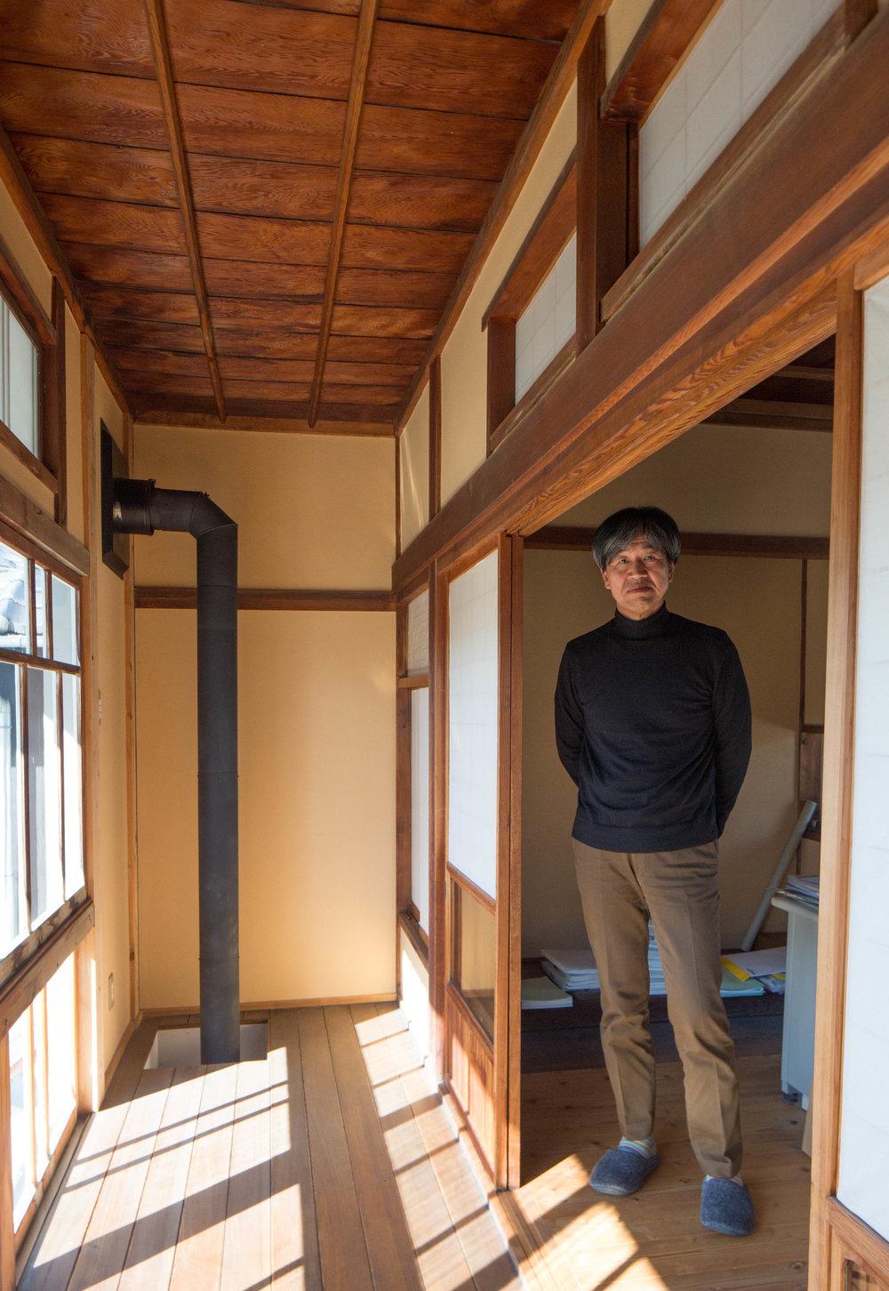 Architect Kenji Saimoto at the entrance to his office. ©TOKI