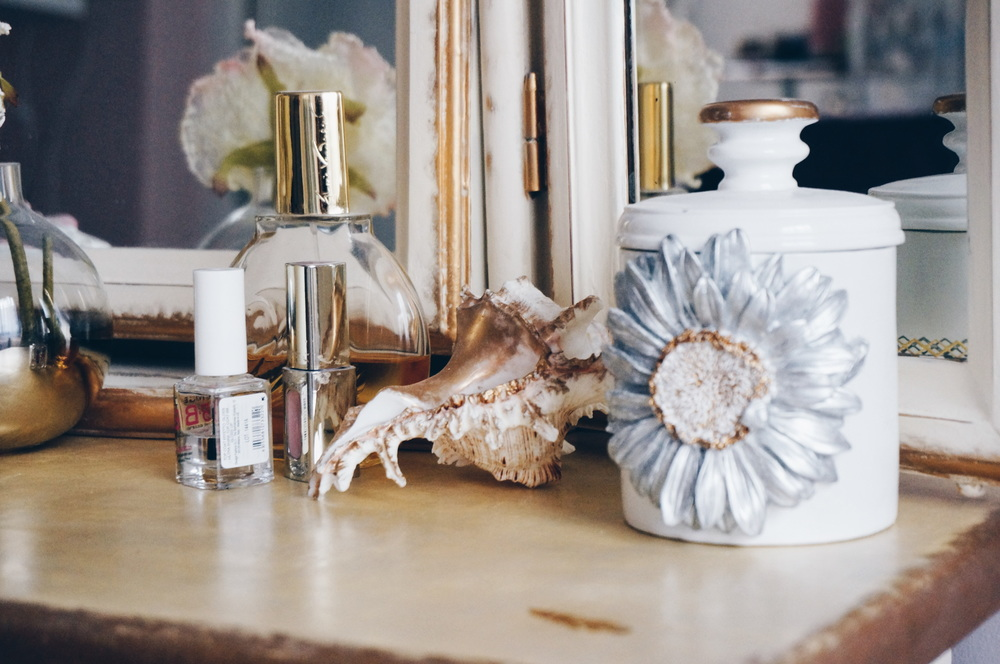Seashell & a jewelry box from Zara Home, painted gold & silver