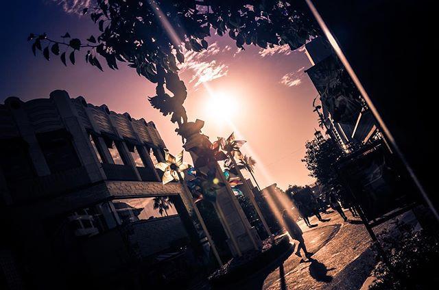 — Sunset magic at #TheGroveLA  See more in my photo blog / Остальное в моем фото блоге:  picsarama.com