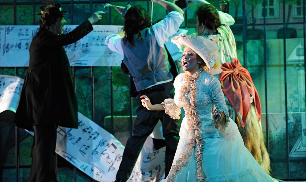 Zerbinetta, Ariadne auf Naxos //Theater und Orchester Heidelberg //Director: Lorenzo Fioroni // Stage: Ralf Käselau //Costumes: Sabine Blickenstorfer // Photo: Klaus Fröhlich