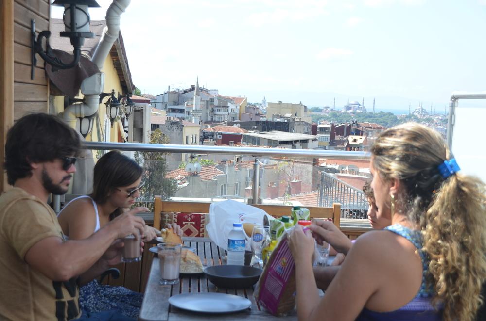 Café da manhã no nosso apartamento, em Istambul