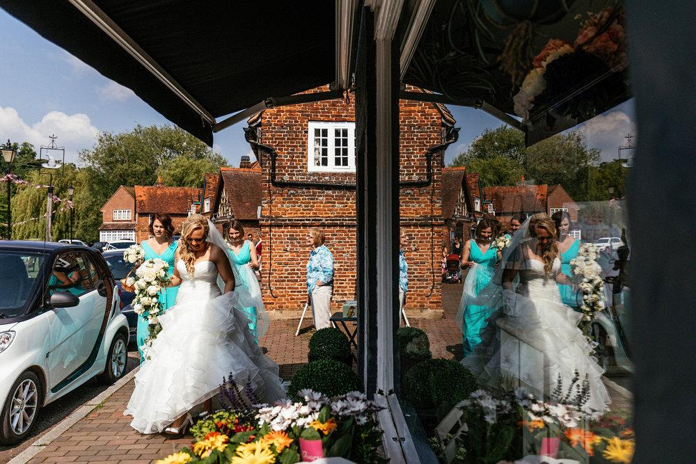 Buckinghamshire-wedding-photographer-025.jpg