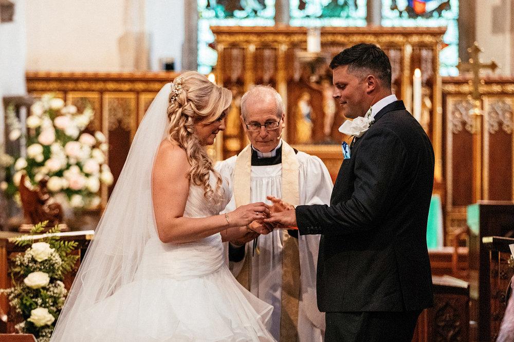 Buckinghamshire-wedding-photographer-034.jpg