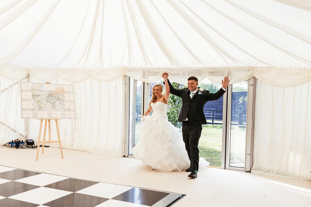 Buckinghamshire-wedding-photographer-071.jpg